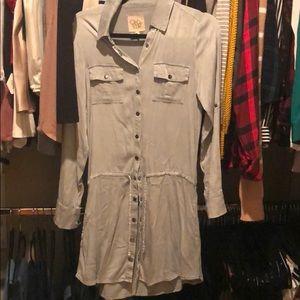 Shirt dress chaser like new women's small